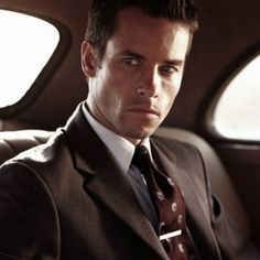 Guy Pearce <3  Guy, For theee love of God will you marry me already? ;)