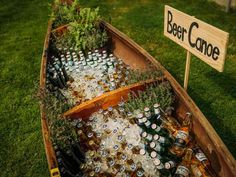 25 Reasons to Love an Outdoor Fall Wedding The brisk temperature mean you can have a beer canoe without worrying about anything getting warm. The post 25 Reasons to Love an Outdoor Fall Wedding appeared first on Outdoor Ideas. Perfect Wedding, Dream Wedding, Wedding Day, Spring Wedding, Canoe Wedding, Wedding Gowns, Destination Wedding, Elegant Wedding, Wedding Backyard