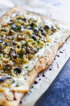Caramelized Onion Tart with Mushrooms and Alouette Cheese - Lake Shore Lady Caramalized Onions, Caramelised Onion Tart, Easy Dinner Recipes, Appetizer Recipes, Appetizers, Easy Dinners, Tart Recipes, Dip Recipes, Vegetable Recipes