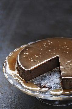 Flourless Chocolate Cake with Salted Caramel Sauce. Chocolate Truffle Cake, Chocolate Truffles, Choc Mousse, Chocolate Curls, Chocolate Chocolate, Flourless Cake, Salted Caramel Sauce, Cake Truffles, Thanksgiving Desserts