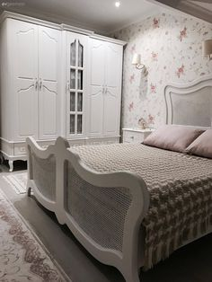 Home Touring – Unique and comfortable rooftop duplex. Neslihan taste … - Home Decoration Bedroom Built Ins, Dream Bedroom, Room Design Bedroom, Bedroom Decor, Double Bed Designs, Bedroom Bed Design, Bed Design, Bedroom Design, Classic Bedroom