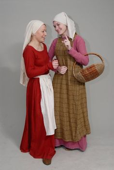 'Gossips' by Antalika: The medieval city woman (early century). Costumes for my pattern sewn by the girls with photos. Except for the checkered surcoat - it is sewn together me and Olga. Renaissance Costume, Medieval Costume, Medieval Dress, Medieval Fashion, Medieval Clothing, Historical Costume, Historical Clothing, Historical Photos, 14th Century Clothing