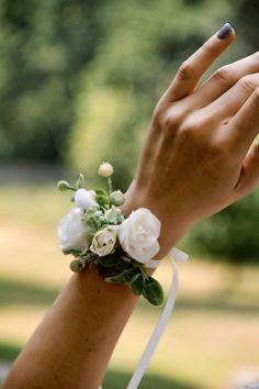 Wrist Flowers, Prom Flowers, White Wedding Flowers, Wedding Hair Flowers, White Bridal, Bridal Flowers, Rose Wedding, White Corsage, Flower Corsage