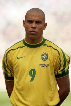 Ronaldo World Cup 1998 Brazil Football Team, Neymar Football, Football Icon, Best Football Players, Football Boys, World Football, Soccer Players, Football Wall, Ballon D'or