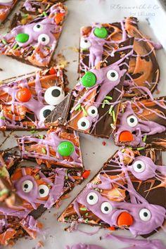 Halloween Bark - a creep and tasty treat to make for the holiday!! Get the recipe on { lilluna.com }