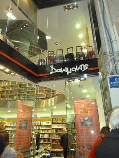 """Παρασκευή 1 Μαρτίου 2013, στις 20.00 παρουσίαση του βιβλίου """"Kalimera Pefki"""" ,στο βιβλιοπωλείο ΔΟΚΙΜΑΚΗΣ ( Καντανολέων 4 , Ηράκλειο)Για το βιβλίο μίλησαν οι συγγραφείς του :  Henk van der Watte και Κορίνε Φαλαγκάρη .  Μερικές από τις υπέροχες ιστορίες της Κορίνας διάβασε ο Αντώνης Αλιμπέρτης ενώ στο μαντολίνο τον συνόδεψε ο Γιώργος Κατσουλιέρης... Shit Happens"""