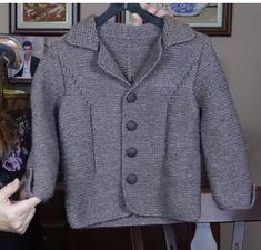 Erkek bebek ceket modelleri anlatımlı çok güzel bir örnek. Tüm yaş gurupları için örebilirsiniz. Tarifi videolu olarak sizlerle. Erkek çocuk örgü modelinden birçok örneğin tarifini sizlere bazen resimli , bazen videolu olarak hazırladık. Mevsimlik olarak kullanabileceği çok şık bir ceket. Erkek çocuğu örgü ceket