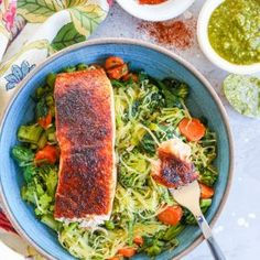 Crispy salmon bowls with pesto spaghetti squash and sauteed vegetables - these nutritious bowls are keto Pesto Spaghetti Squash, Best Spaghetti Squash Recipes, Spaghetti Dinner, Healthy Snacks, Healthy Eating, Healthy Recipes, Keto Recipes, Clean Eating, Steak