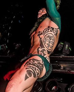 Maori Style Tattoo by unknown artist Full Body Tattoo, Body Art Tattoos, Tribal Tattoos, Sleeve Tattoos, Hot Guys Tattoos, Side Tattoos, Polynesian Men, Tatted Men, Geniale Tattoos