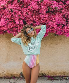 wears the Non-Stop Sommers Sweater Retro Outfits, Cute Outfits, Beach Outfits, Vacation Outfits, Girl Beach Pictures, Beach Attire, Bikinis, Swimsuits, Swimwear