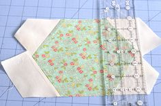 hexi quilt using fons and porter template. could be done with go cutter, too. Hexagon Quilt Pattern, Quilt Patterns, How To Dye Fabric, Dyeing Fabric, Crafty Fox, Quilting Tutorials, Quilting Ideas, English Paper Piecing, Scrappy Quilts