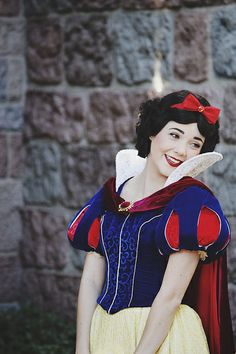 "What a perfect Snow White! <<< She even has brown eyes! Every single time I've seen a face character Snow White she has blue or green eyes and I think ""She was drawn with brown eyes. Is it REALLY that hard to find a girl that looks like Snow White with brown eyes?"""