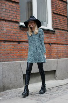Leather Pants And Sweater Dress Accessorized With A Hat 2017 Street Style Fashion Moda, Love Fashion, Fashion Outfits, Womens Fashion, Fashion Trends, Vogue, Winter Stil, Inspiration Mode, Midi Skirts