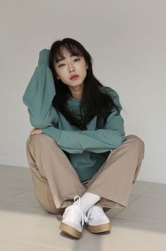 Female Pose Reference, Pose Reference Photo, Body Reference, Drawing Reference Poses, Drawing Poses, Kreative Portraits, Mode Kpop, Figure Poses, Sitting Poses