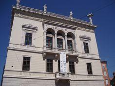 Museo Revoltella, Trieste - La facciata del palazzo ottocentesco