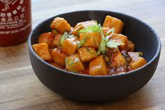 Delicious General Tso's Tofu. Vegan and delicious ! Replace Tofu with cubed chicken. Tofu Recipes, Asian Recipes, Whole Food Recipes, Cooking Recipes, Healthy Recipes, Sauce Recipes, Tofu Dishes, Vegan Dishes, Cooking