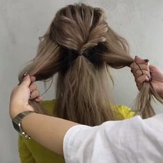 Do you wanna learn how to styling your own hair? Well, just visit our web site to seeing more amazing video tutorials! #hairtutorials #hairvideo #videotutorial #updotutorials #longhair #longhairstyle #braidtutorial