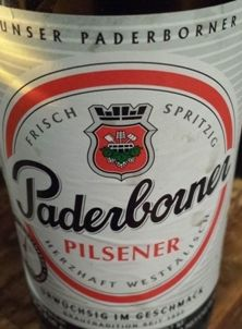 """Bier (11): Paderborner Pilsener ★★  """"Herzhaft"""" und """"urwüchsig"""" wie es die Werbung verspricht geht anders. Das ist leicht und süffig auch etwas süsslich, wirkt beliebig und industriell gut und komerziell gemacht. Kein Wunder, denn seit 1990 gehört die Paderborner Brauerei zur Warsteiner Gruppe. Üppiger grossporiger Schaum. Goldgelb. Sehr hopfig, herber Duft 4,8 % vol. Alkohol."""