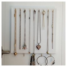 DIY jewelry hanger from Laddahalis :)