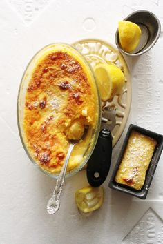 Lemon Delicious Pudding (self-saucing pudding.pudding layer & cake-y layer) Custard Desserts, Lemon Desserts, Köstliche Desserts, Delicious Desserts, Dessert Recipes, Yummy Food, Lemon Cakes, Lemon Pudding Recipes, Lemon Recipes