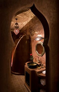 Bathroom of the Aubergine room at Riad Meriem in Marrakech