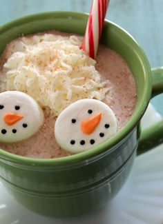 Easy Snowman Marshmallows - Sweet idea to serve at a cookie exchange