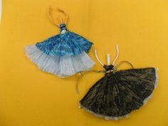 Bailarinas hechas con papeles de servilleta y piedrería.