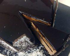 Νηστίσιμη τούρτα με μαύρη σοκολάτα! Griddle Pan, Sweets, Candy, Chocolate, Food, Greek, Gummi Candy, Grill Pan, Essen