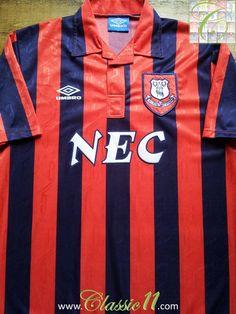 Relive Everton's 1992/1993 season with this vintage Umbro away football shirt.