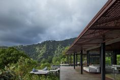 Green roof and charred wood blend Atelier Villa into Costa Rican jungle Costa Rica, Timber Cladding, Exterior Cladding, Villas, Law Of The Jungle, Charred Wood, Carlo Scarpa, Resort Villa, Patio