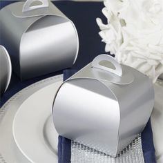 Silver Cupcake Muffin Favor Boxes Bridal Shower Party Favor Gift Container - 25 pcs   Crafted to look both elegant and sleek, these curvy favor purses are especially made to hold cupcakes that your guests can take home and nibble. These lovely boxes are meant to hold a variety of large mementos as well such as cakes, personalized favors and whatsoever great memories you want your guests to take away from your grand celebration. Go ahead and surprise them.