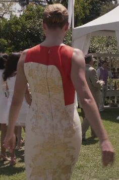 """Emily Thorne from """"Revenge"""" played by Emily VanCamp in Carolina Herrera Gold Baroque Jacquard Dress – 3x01 """"Fear"""""""