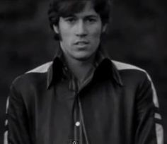 Barry Gibb, entre adolescente y adulto