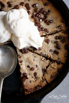 Cafe Delites | Low Carb Browned Butter Chocolate Chip Skillet Cookie | http://cafedelites.com