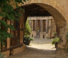 Noyers-sur-Serein (89. Yonne) Serein, Roads And Streets, France, Burgundy, Stairs, World, Travel, Old Stone, Old Houses