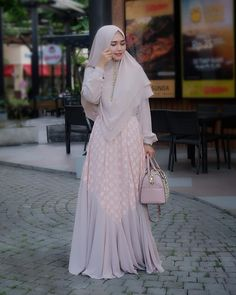 Gaun Dress, Dress Brokat, Abaya Fashion, Muslim Fashion, Fashion Dresses, Abaya Designs, Kurti Neck Designs, Modest Dresses, Modest Outfits