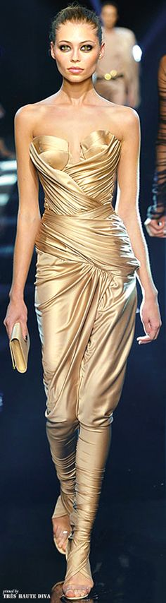 New Year Party of the Year / karen cox. Alexandre Vauthier Autumn/Winter v Gold Fashion, Runway Fashion, High Fashion, Womens Fashion, Gq, Shades Of Gold, Haute Couture Fashion, Catwalk, Strapless Dress Formal