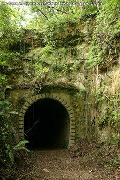 Redescubriendo a Puerto Rico: American Railroad Company of Porto Rico - El Túnel Negro de Quebradillas