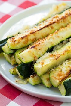 Garlic Lemon and Parmesan Oven Roasted Zucchini #healthy #snacks #zucchini