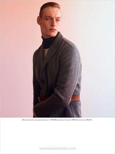 El modelo Roberto Sipos posa para la cámara de Nagi Sakai en la edición Fall-Winter 2016 de Vogue Man Ukraine, luciendo un estilism...