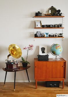 We know you have been waiting for some vintage DIY ideas to start changing your decoration. Nothing better than a 'do it yourself' tips so you Retro Room, Vintage Room, Bedroom Vintage, Vintage Decor, Vintage Furniture, Vintage Diy, Vintage Camera Decor, Vintage Cameras, Ideas Actuales