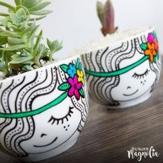 Smilies - Page 2 - Caritas – Page 2 – The Magnolia Workshop Informations About Caritas – Página 2 Pin You can ea - Painted Plant Pots, Painted Flower Pots, Flower Pot Crafts, Clay Pot Crafts, Sharpie Crafts, Sharpie Art, Flower Pot Design, Pottery Painting Designs, Mug Art