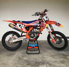Ktm Dirt Bikes, Cool Dirt Bikes, Motorcross Bike, Motocross Gear, Bmx Mountain Bike, Ktm Factory, Quad Bike, Motor Scooters, Dirtbikes