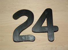 Buchstaben & Schriftzüge - Hausnummern, Zahlen aus Holz, Farbe schwarz - ein Designerstück von Designsouris bei DaWanda