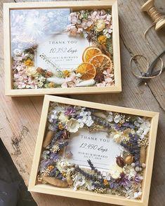 """airaka on Instagram: """"フラワーフォトフレーム オレンジとラベンダー。 ご両親贈呈品としてご制作させていただきました。 . お写真の部分にカードをお入れしてお届けしています。 . ご結婚祝いやご出産祝い、ご新築や周年のお祝いなど、いろいろなお祝い用のメッセージカードをご用意しています。 特別なお祝いに…"""" Pop Up Frame, Wooden Plaques, Flower Boxes, Dried Flowers, Custom Framing, Fall Wedding, Framed Art, Flower Arrangements, Picture Frames"""