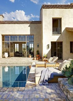 Sonoran desert house - which could work perfectly at the beach too we think! I pool + house lust