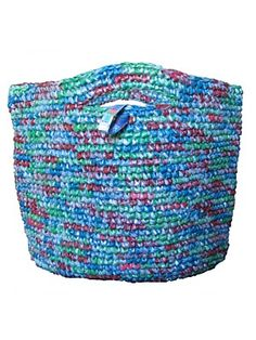 Funky Junk Recycled bags- fantastic tote bags crocheted from recycled plastic bags not only dealing with an environmental problem but offering dignified employment and hope to a few. Plastic Bag Crafts, Plastic Bag Crochet, Recycled Plastic Bags, Crochet Purses, Yarn Crafts, Sewing Crafts, Diy Crafts, Funky Junk, Upcycled Crafts