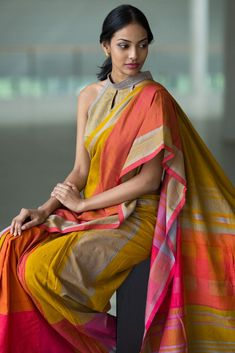 Looking for designer blouse images? Hear are latest trendy blouse models that you can wear with any saree of your choice. Formal Saree, Casual Saree, Sari Blouse Designs, Saree Blouse Patterns, Trendy Sarees, Stylish Sarees, Handloom Saree, Silk Sarees, Kaftan
