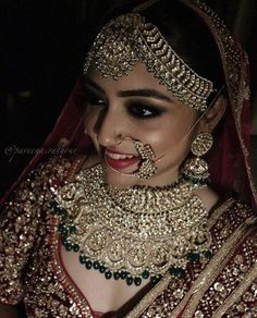 Indian bridal jewellery set cats Ideas for 2019 Indian Bridal Jewelry Sets, Bridal Jewellery, Indian Jewelry, Tikka Jewelry, Jewelery, Diamond Jewellery, Bridal Accessories, Muslimah Wedding Dress, Bollywood