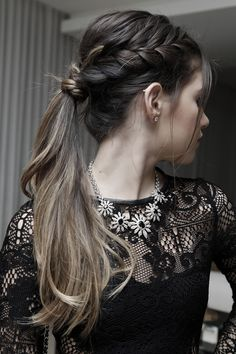 Rabo de cavalo com trança hair hair styles, hair e bridesmaid hair. Pony Hairstyles, Holiday Hairstyles, Pretty Hairstyles, Wedding Hairstyles, Quick Hairstyles, Chignons Glamour, How To Make Hair, Bridesmaid Hair, Hair Day